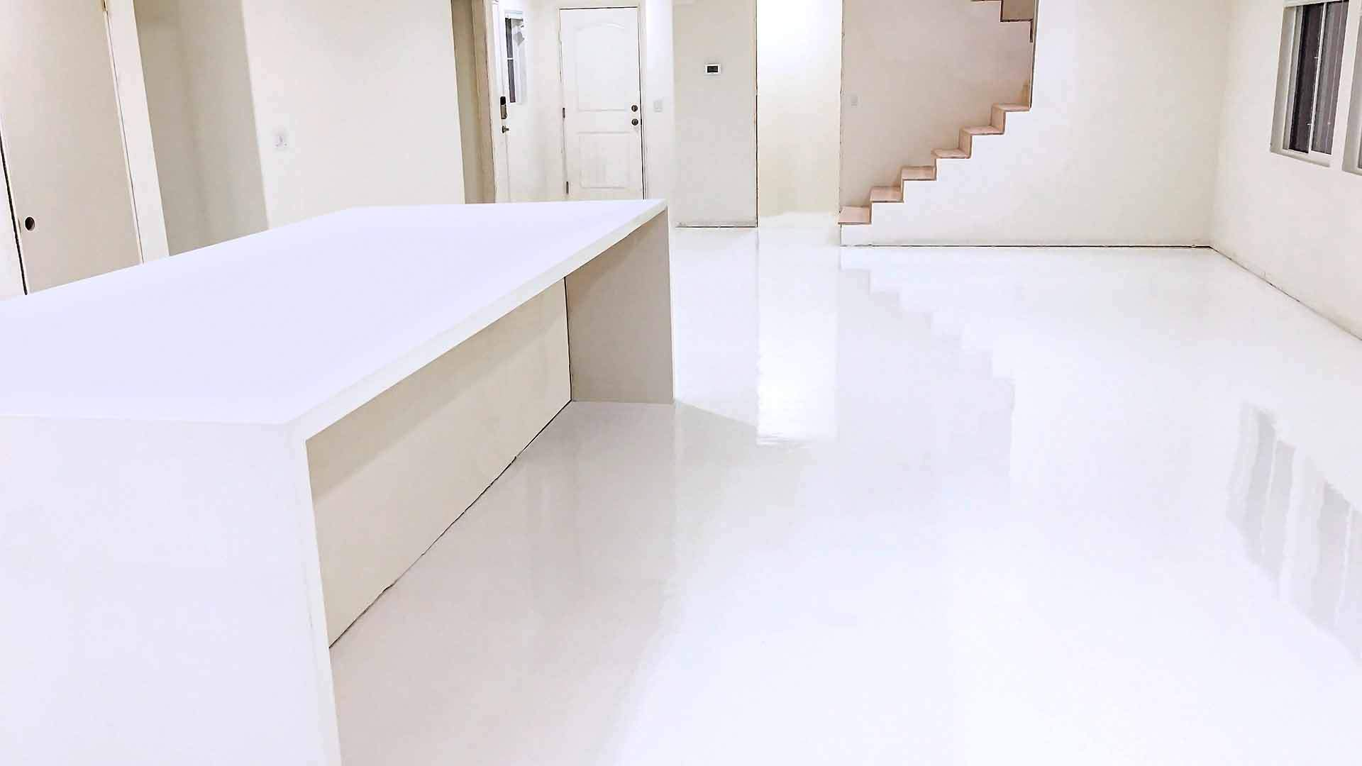 IS_office_white